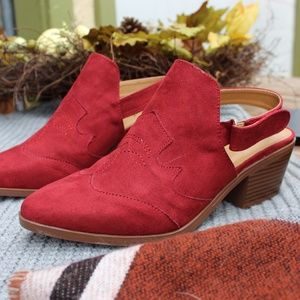 Shoes - 🆕️//The Victoria// Burnt Red Mule